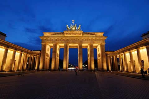 brandenburg gate at night - berlin, germany